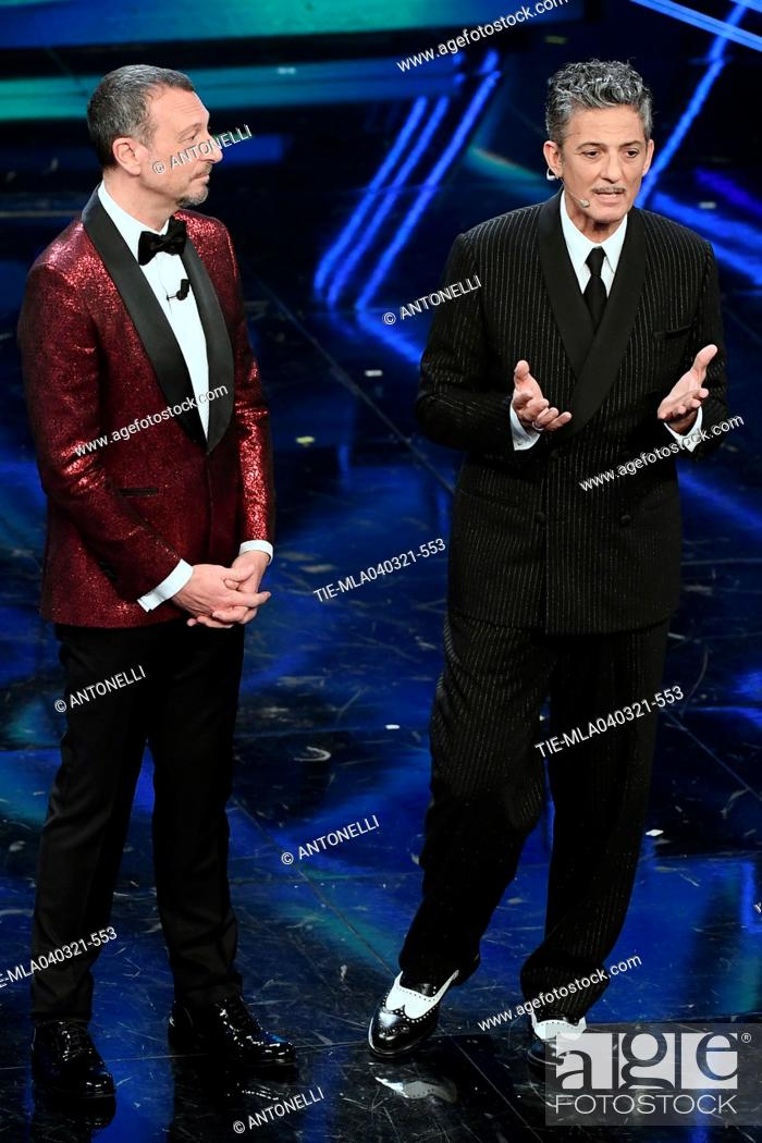 Imagen: Sanremo Festival host and artistic director, Amadeus, and Italian showman Rosario Fiorello (R) on stage at the Ariston theater during the 71st Sanremo Italian.