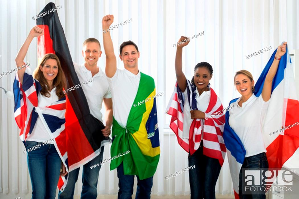 Imagen: Group Of Happy Friends With Flags From Different Nations.