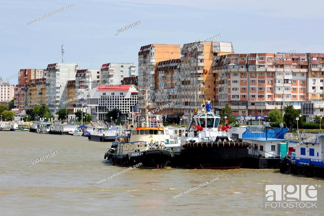 Stock Photo: Romania, Tulcea at the Danube, Saint George branch, Tulcea County, Dobrudja, Gate to the Danube Delta, city view, harbour.