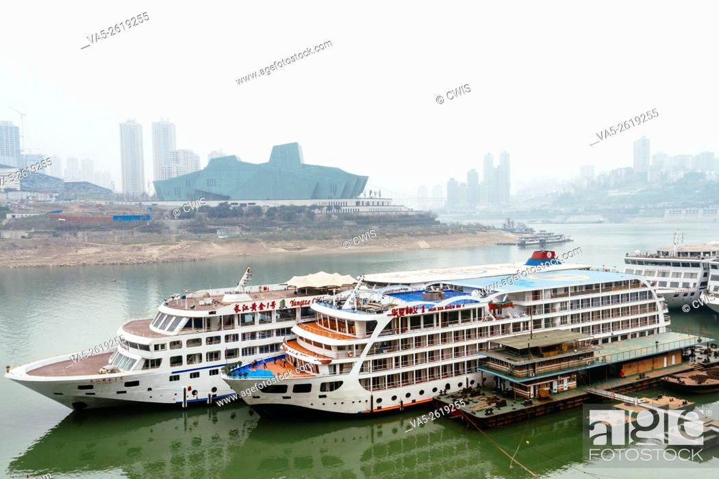 Imagen: Chongqing, China - The view of Chaotianmen wharf, one of the most importent wharf of Changjiang river.