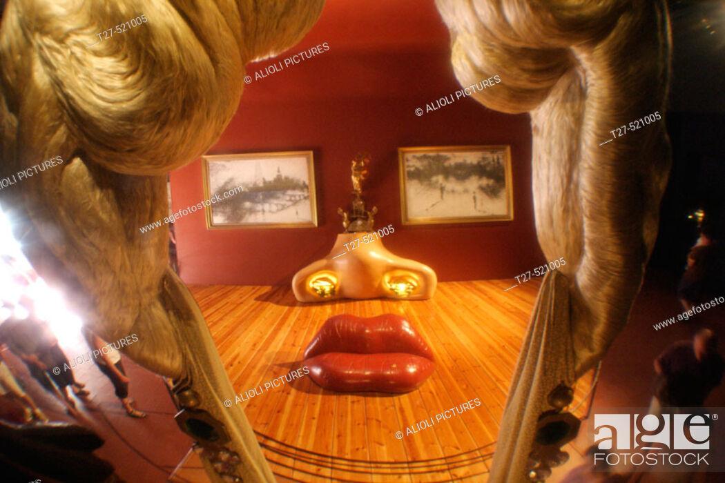 Photo de stock: 'Mae West' in Dali Museum, Figueres. Girona province, Catalonia, Spain.