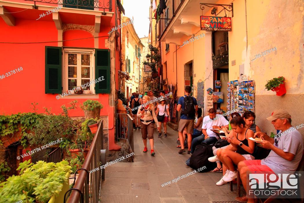 Imagen: Street in Corniglia. Cinco Terre.
