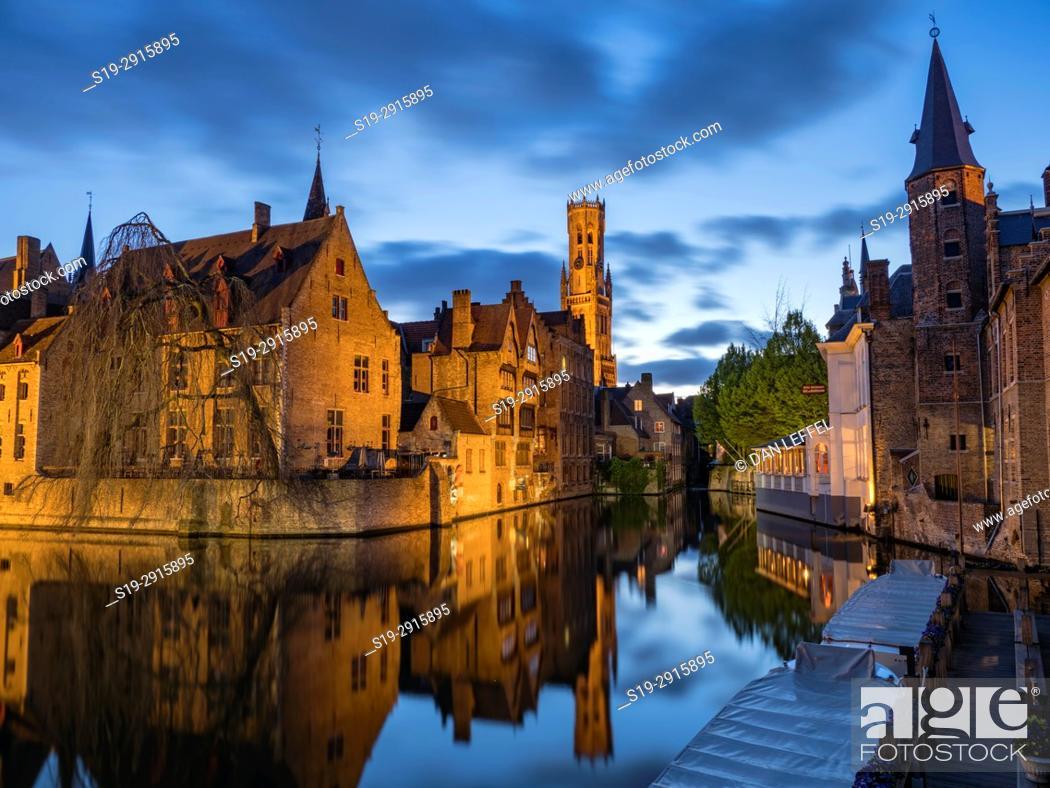 Imagen: Bruges Belgium Canal at Night.