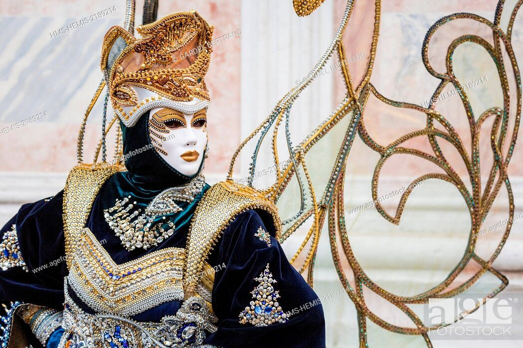 Imagen: Italy, Veneto, Venice, listed as World Heritage by UNESCO, carnival, traditional Italian festival dating back to the Middle Ages.