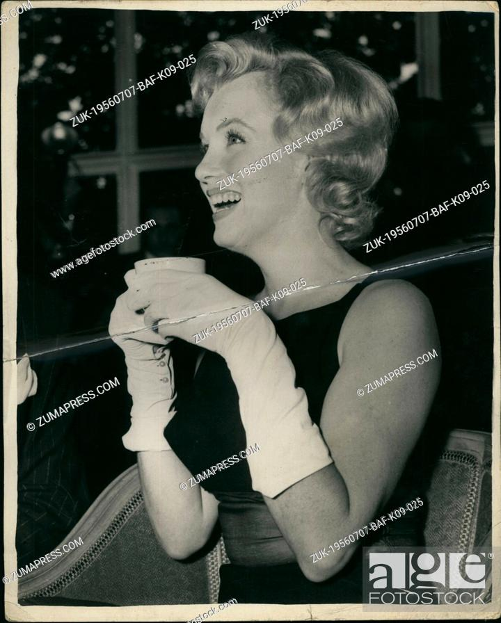 Imagen: Jul. 07, 1956 - Marilyn Monore at Press Conference at the Savoy : Photo shows Marilyn Monore, who arrived in this country yesterday.