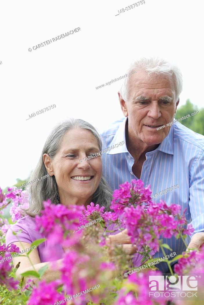 Stock Photo: Garden, senior-pair, flowers, views, semi-portrait, series, people, seniors, pair, 60-70 years, grey-haired, flower bed, plants, looks at, cheerfully, happily.