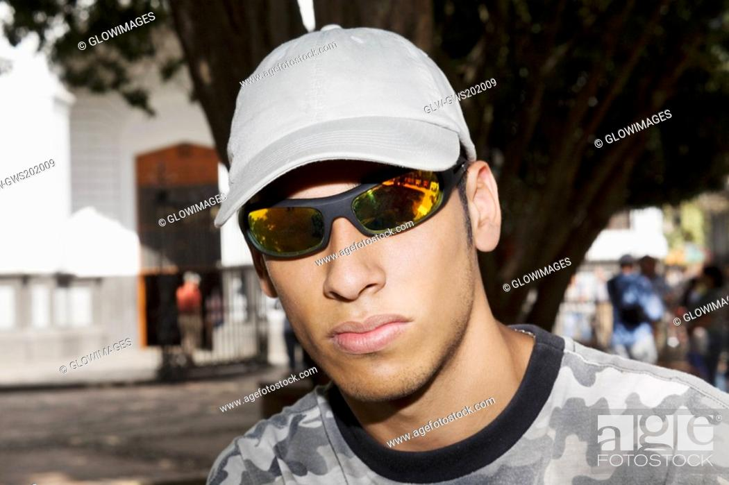 Stock Photo: Close-up of a young man wearing sunglasses.