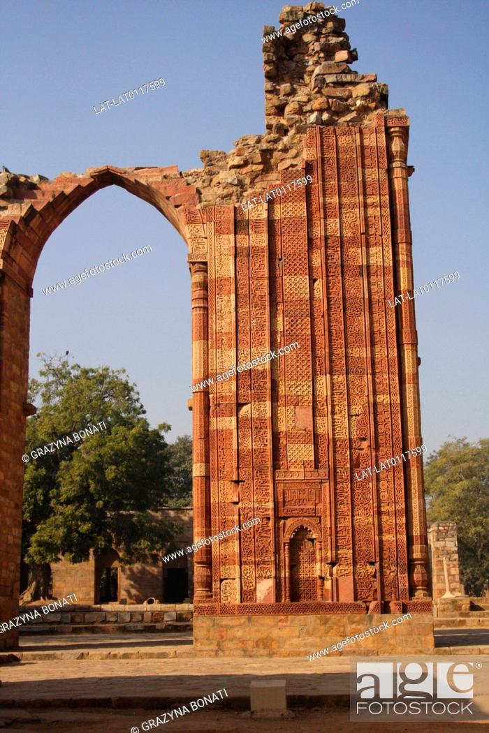 qutab minar is a historic mosque and an important example of indo