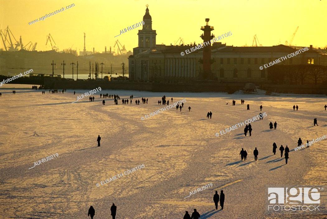 Stock Photo: Russia - St Petersburg - Sunday Walk on the Frozen Neva.