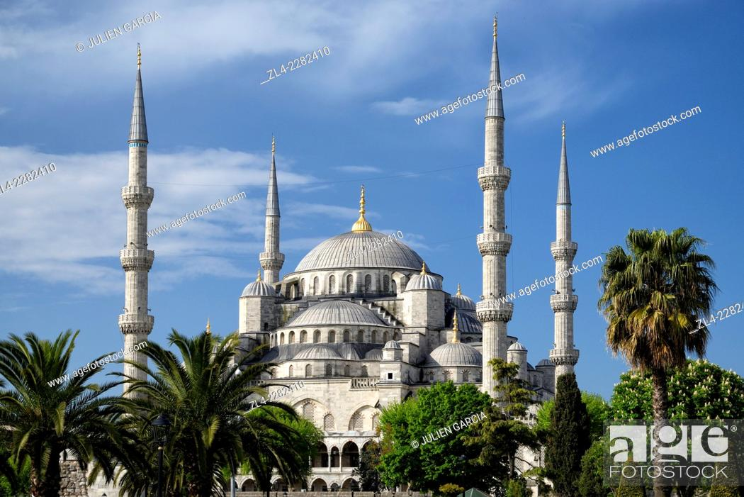 Stock Photo: Blue Mosque (Sultanahmet Camii). Turkey, Istanbul, Sultanahmet district.