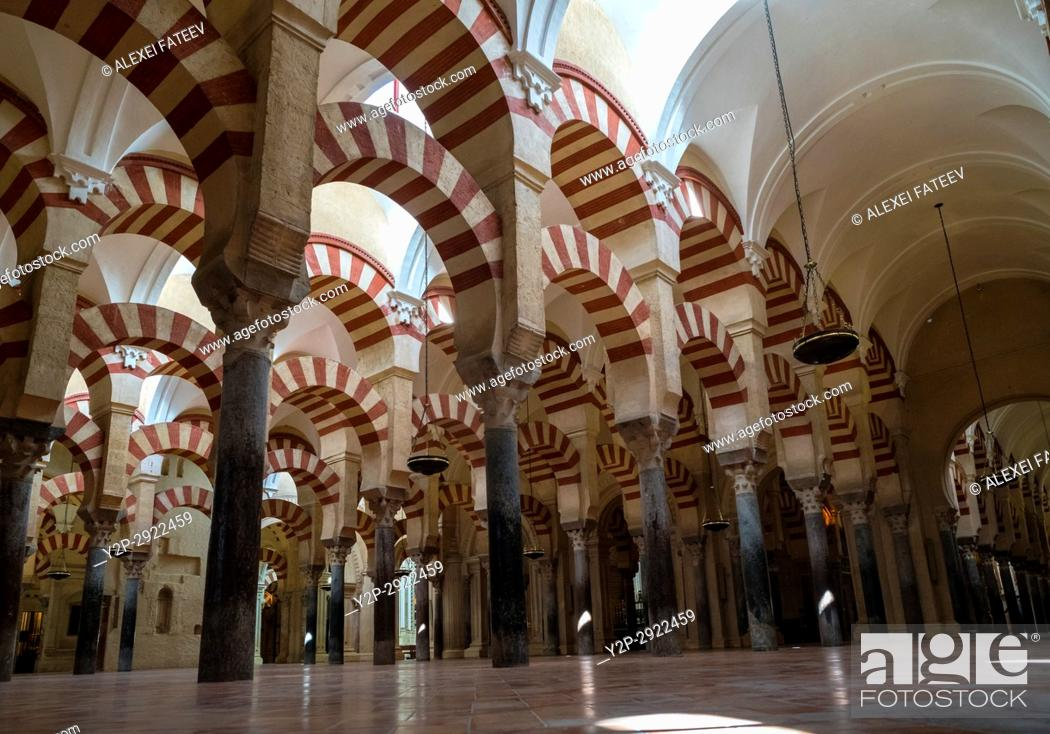Imagen: Arches of the Prayer hall in Great Mosque of Córdoba, Spain.