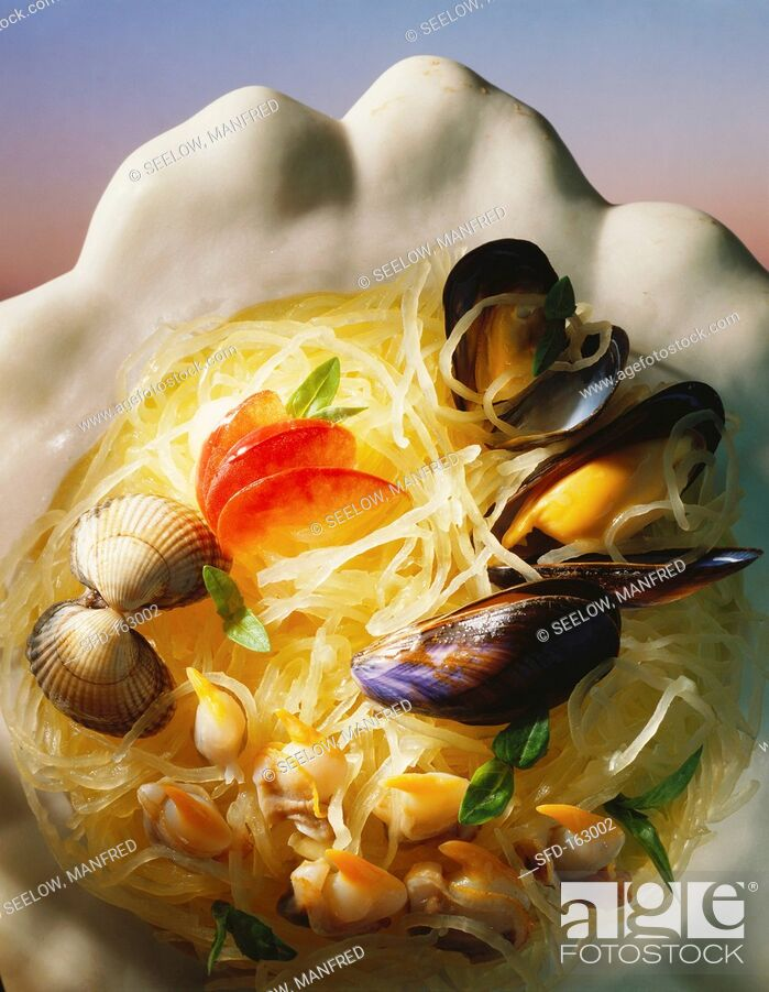 Stock Photo: Rice noodles with cockles, mussels and scallops.