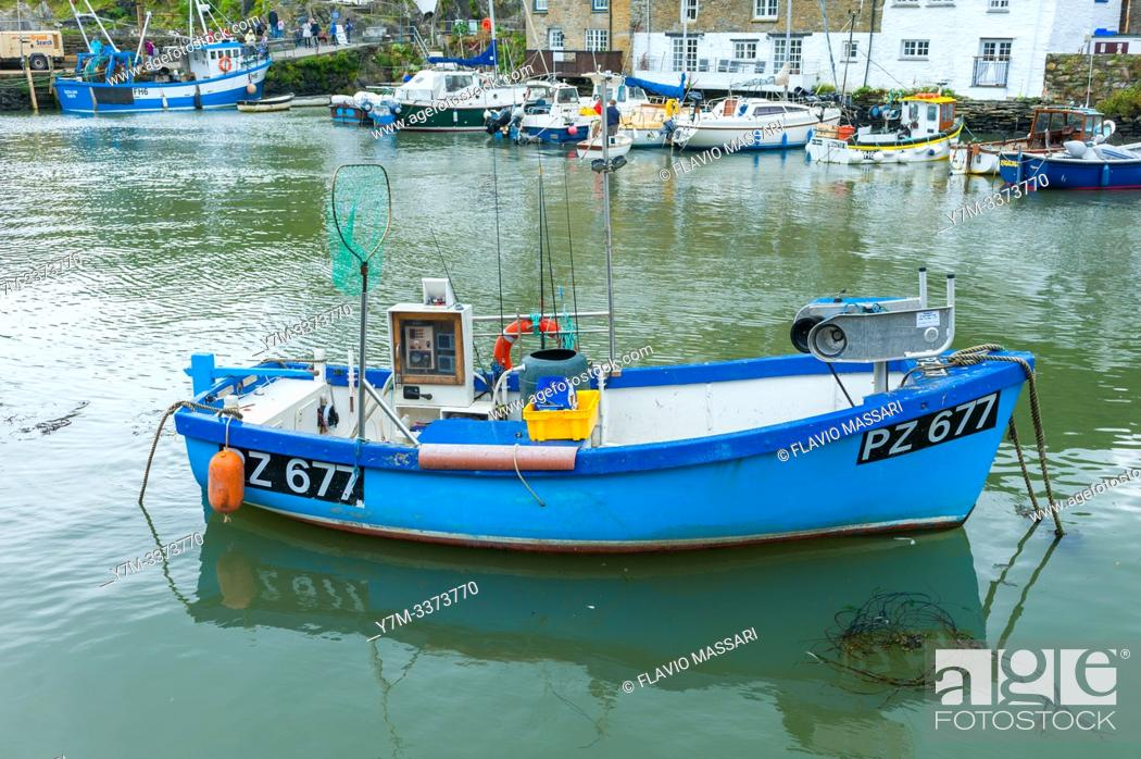 Imagen: Polperro is a large village, civil parish, and fishing harbour within the Polperro Heritage Coastline in south Cornwall, England.