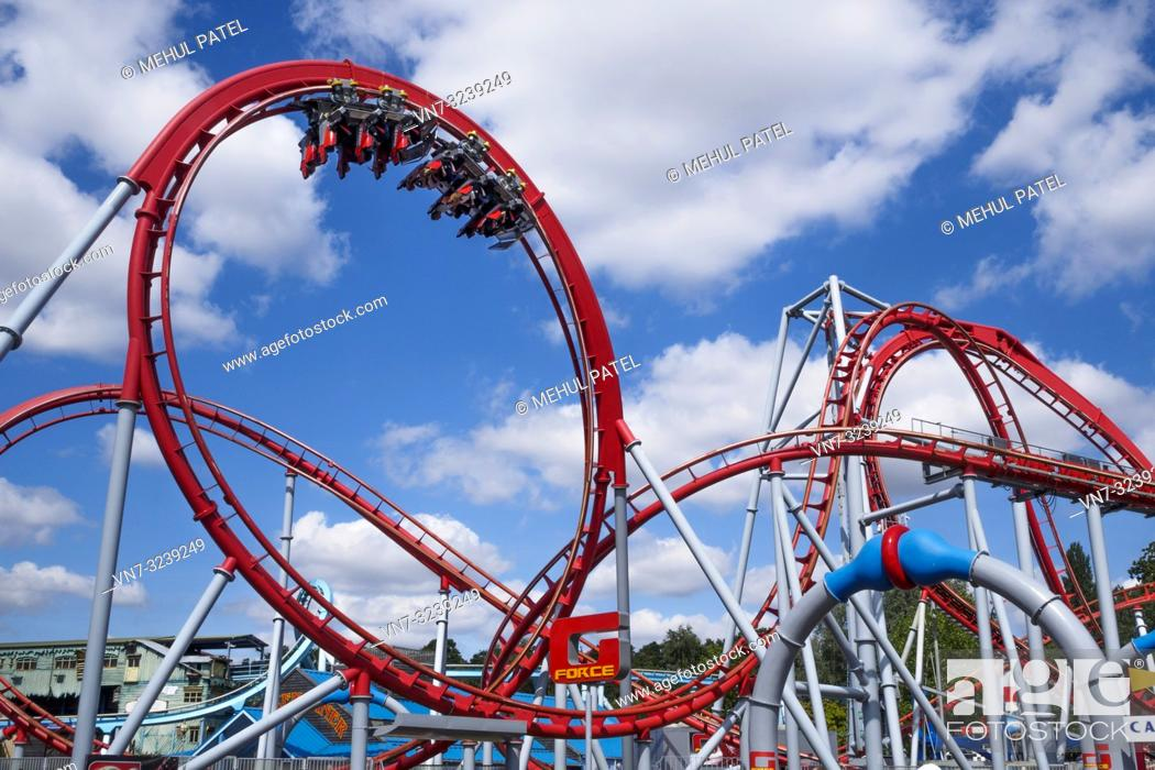Imagen: Twists and turns of G-Force rollercoaster ride, Drayton Manor Park, Drayton Bassett, Staffordshire, England, UK. The G-Force rollercoaster cost around 3 million.