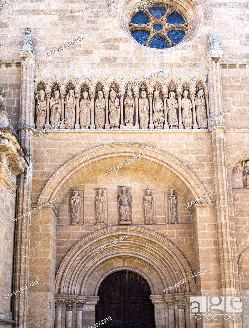 Stock Photo: Esculturas en el exterior de la Catedral de Santa María. Ciudad Rodrigo. Salamanca. Castilla León. España.
