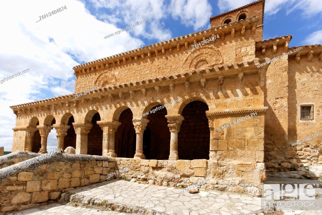 Imagen: San Miguel romanesque church in San Esteban de Gormaz, Soria, Spain.
