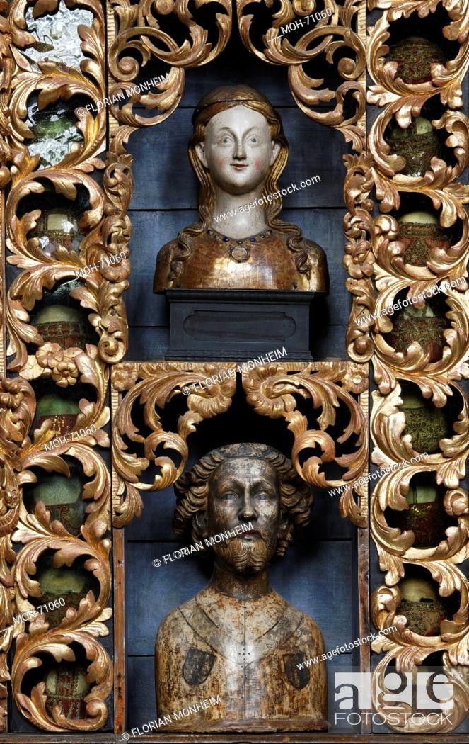Stock Photo: Goldene Kammer mit Reliquienbehältern nach der Restaurierung mit historischer Farbfassung blau, Nordwand.