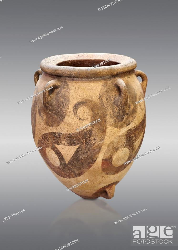 Imagen: Minoan cly polychrome decorated storage pithos, Protopalatial period, Phaistos 1800-1650 BC; Heraklion Archaeological Museum, grey background. .