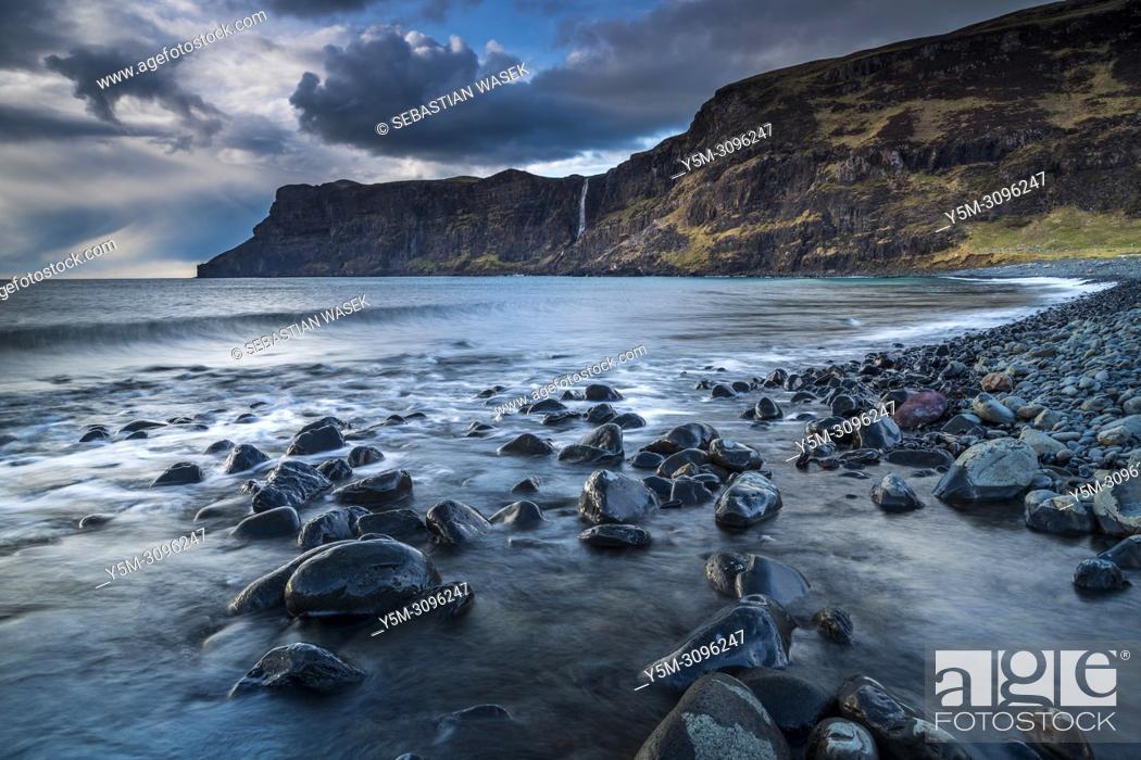 Imagen: Talisker Bay, Isle of Skye, Inner Hebrides, Scotland, United Kingdom, Europe.