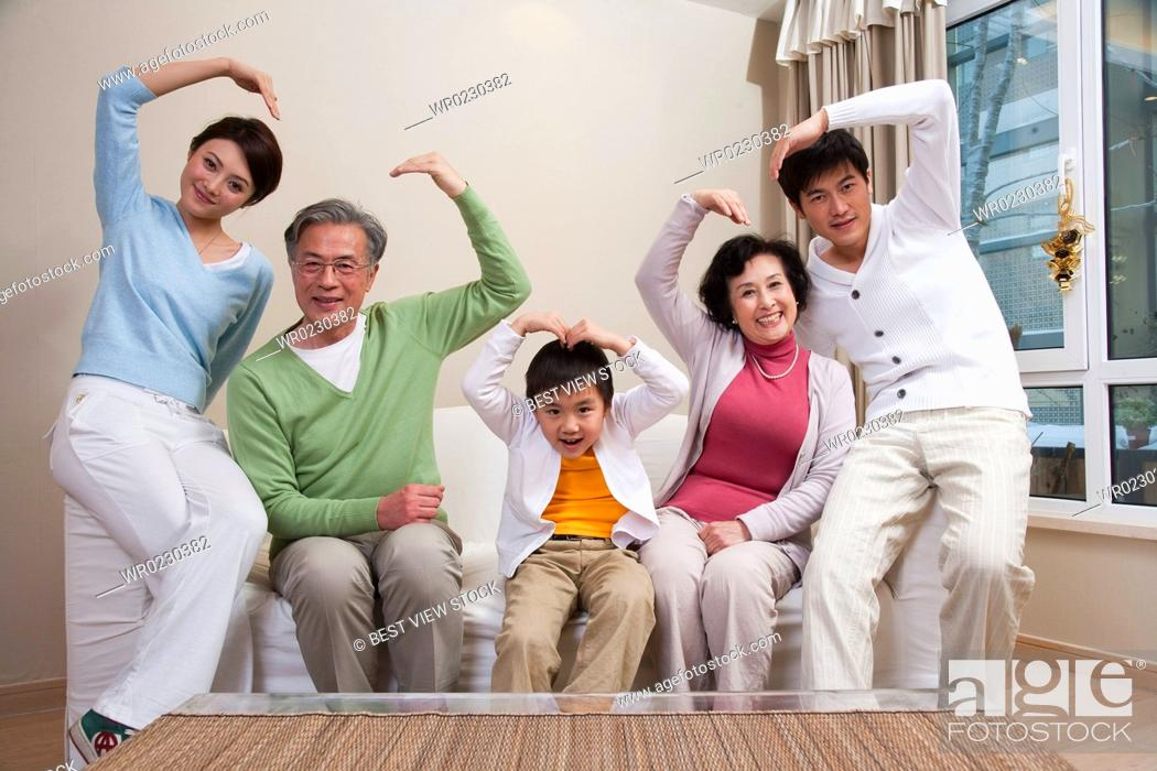 Imagen: Family life with traditional Chinese style.