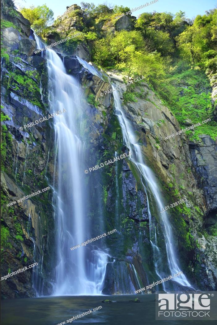 Imagen: Fervenza de Toxa, waterfall in river Toxa, Pontevedra, Galicia, Spain.
