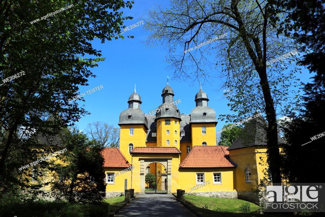 Stock Photo: Schloss Holte oder Holter Schloss, barockes Wasserschloss aus dem 17. Jahrhundert, Schloss Holte-Stukenbrock, Nordrhein-Westfalen, Deutschland.
