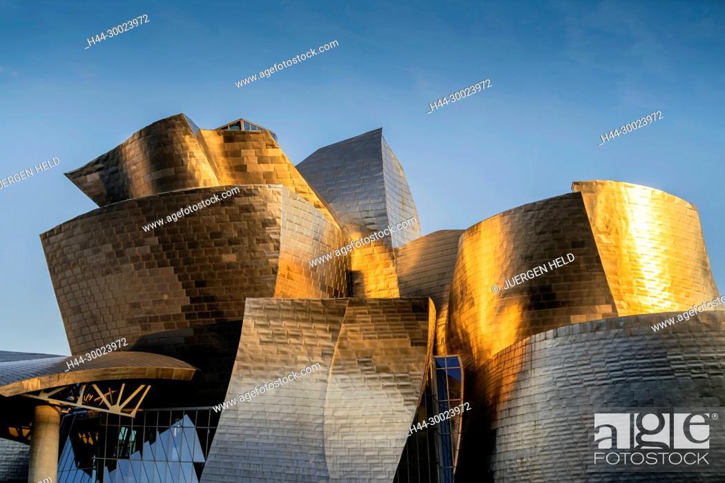 Photo de stock: Guggenheim Museum Bilbao , detail of titan facade at sunset, museum of modern and contemporary art , architect Frank Gehry , Bilbao, Basque Country.