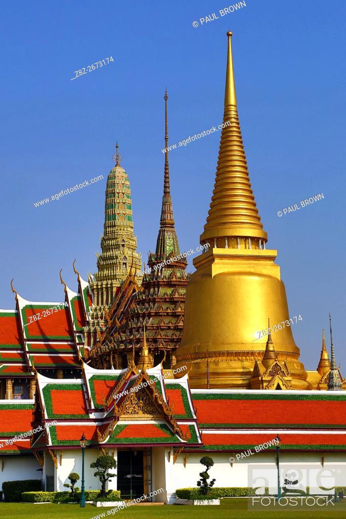 Stock Photo: Phra Si Rattana Chedi gold stupa, Phra Mondop and Prasat Phra Thep Bidon at the Wat Phra Kaew Temple complex of the Temple of the Emerald Buddha and the Royal.