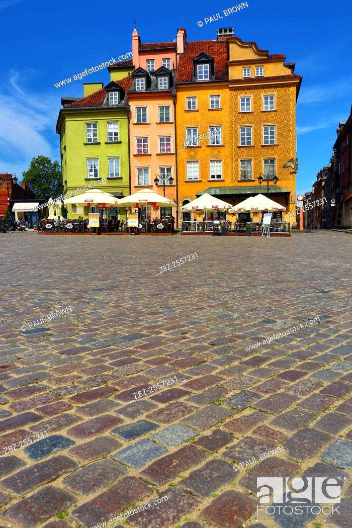 Stock Photo: Town houses in Castle Square in Warsaw, Poland.