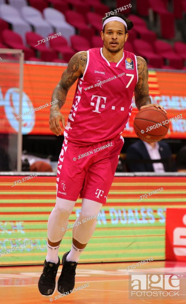 Stock Photo: Bonn, Germany, 09. 01. 2021, Telekom Dome, Basketball Bundesliga, Telekom Baskets Bonn vs s. Oliver Wuerzburg: Chris Babb (Bonn) controls the ball.