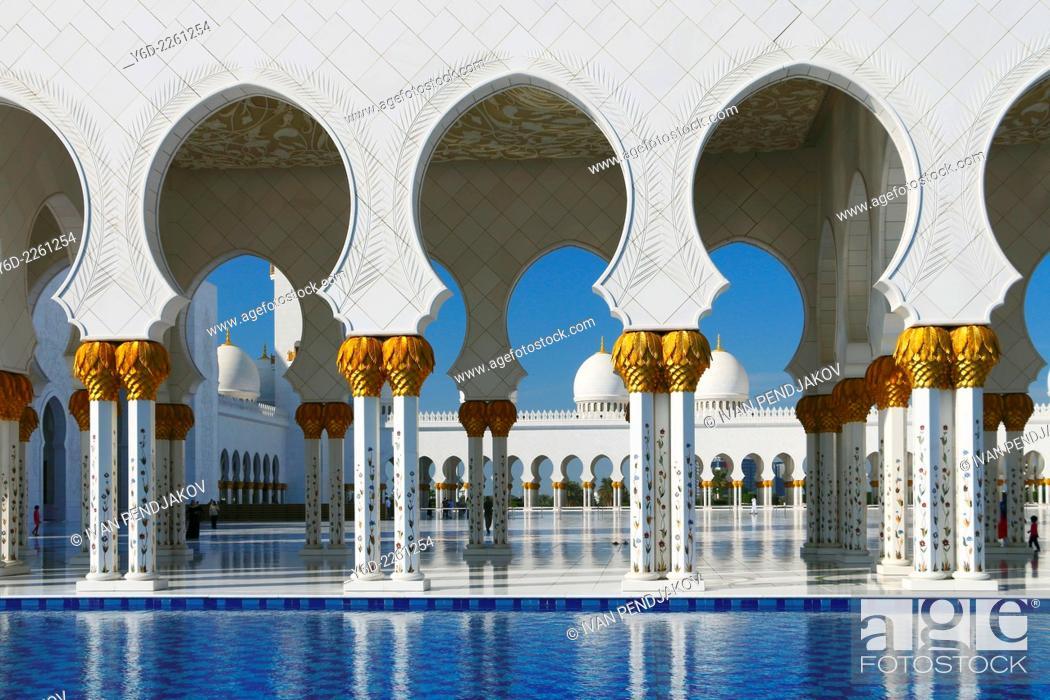 Stock Photo: Sheikh Zayed Grand Mosque, Abu Dhabi, United Arab Emirates.