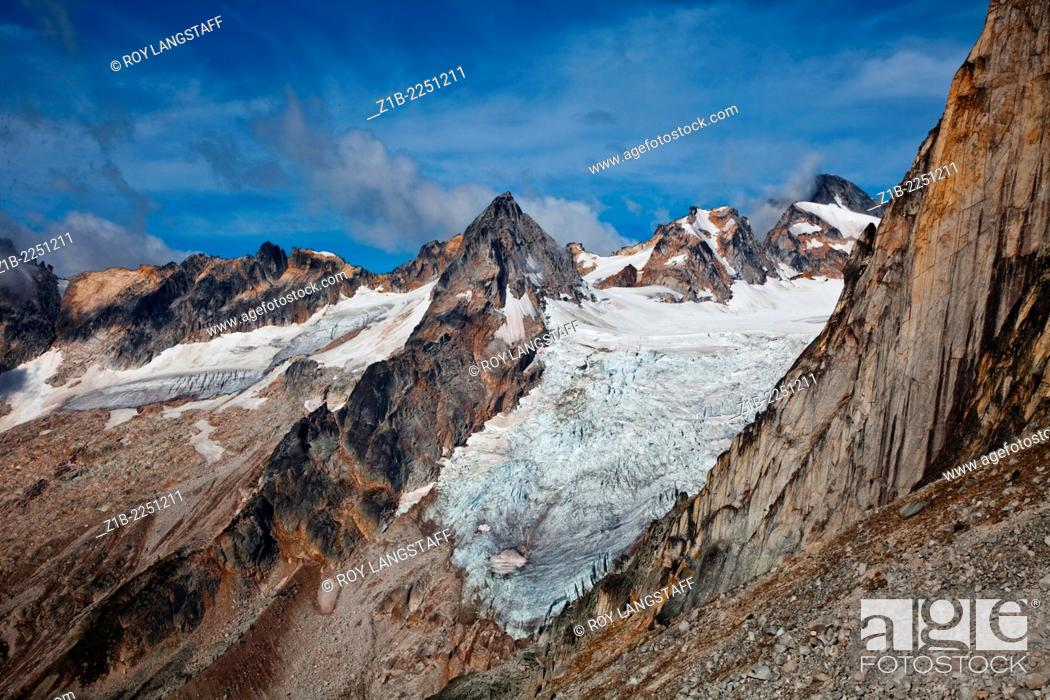 Stock Photo: Glaciers and peaks in Bugaboo Provincial Park, British Columbia, Canada.