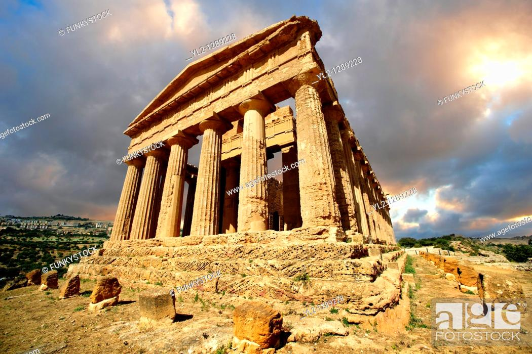 Stock Photo: Greek Temple of Concordia, Agrigento, sicily.