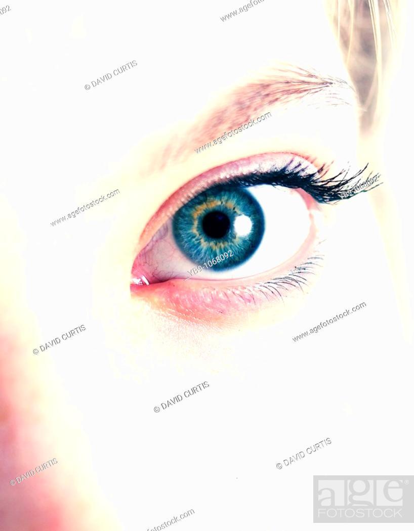 Photo de stock: Close up of a womans eye.