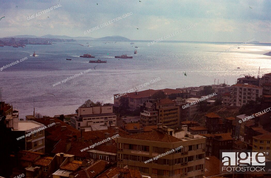 Imagen: Panoramic view of the Bosphorus strait facing south toward the Sea of Marmara, in Istanbul, Turkey, November, 1973. Large boats and small vessels crowd the.
