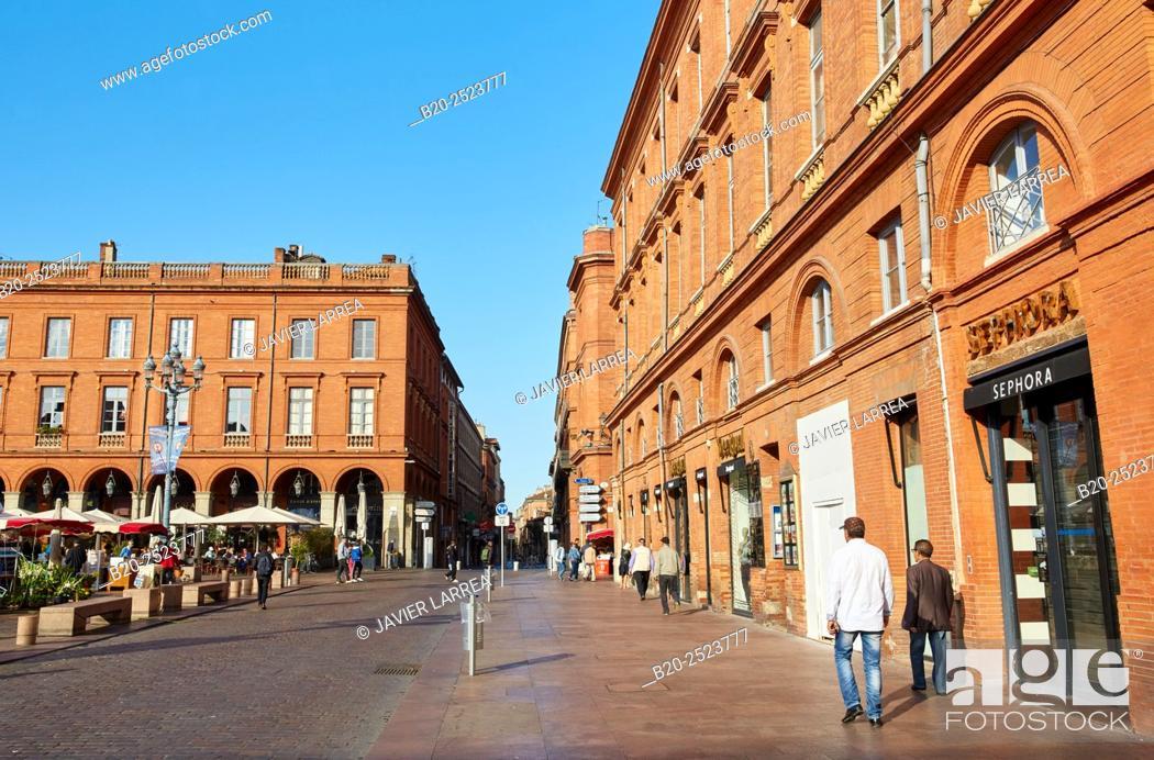 Stock Photo: Place du Capitole, Toulouse, Haute Garonne, Midi-Pyrenees, France.
