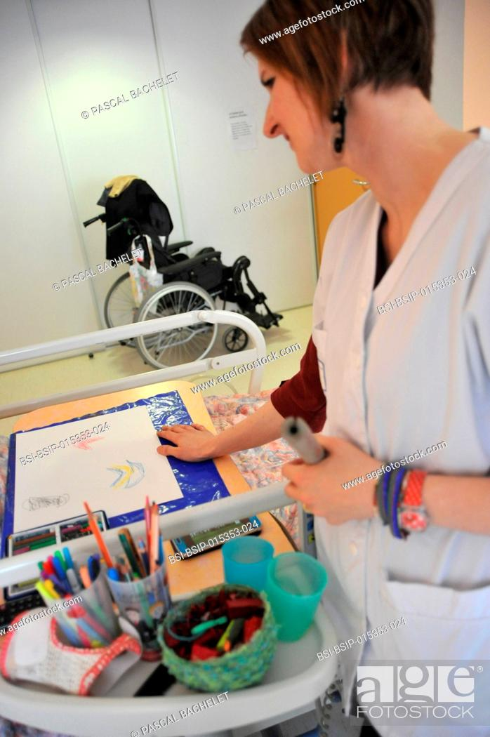 Stock Photo: Reportage on art therapy in Ham hospital?s long-stay unit, France. Art therapy sessions are offered to residents in order to maintain or rehabilitate their.