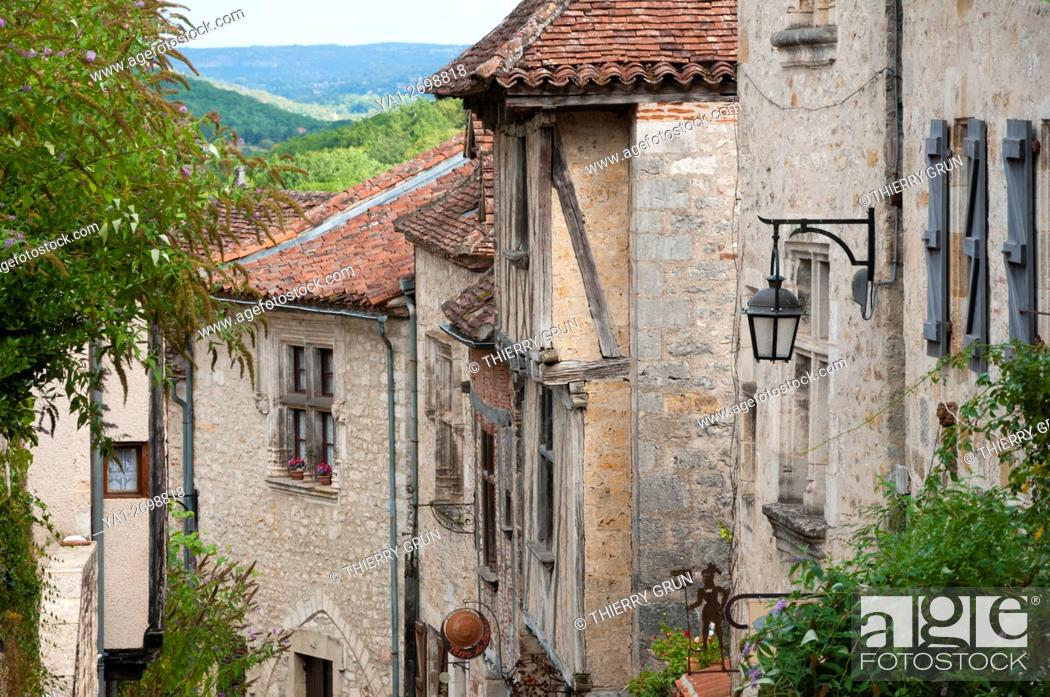 Stock Photo: France, Quercy, Lot (46), Saint-Cirq-Lapopie village, old street.