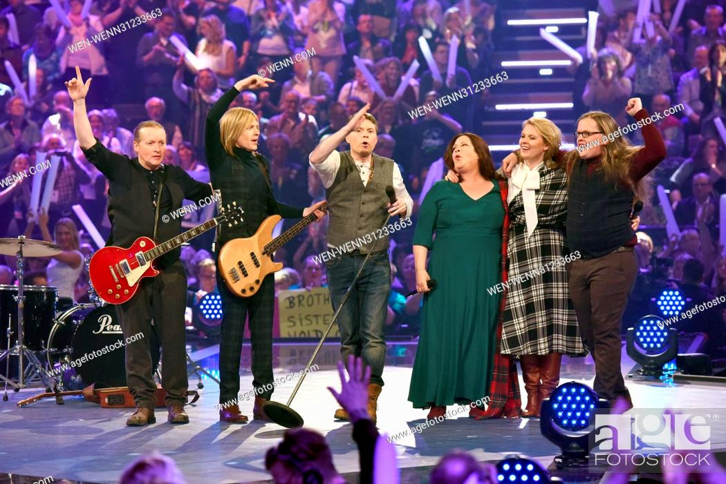 Photo de stock: German ARD Live TV show 'Schlagercountdown - Das grosse Premierenfest' at Grosse EWE Arena. Featuring: The Kelly Family Where: Oldenburg.