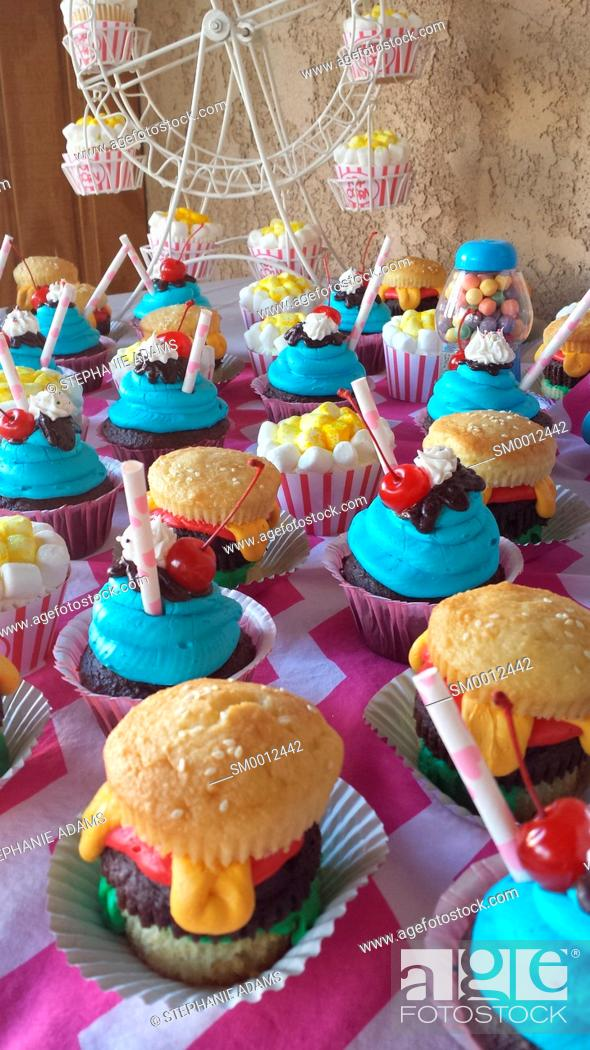 Photo de stock: Birthday Cupcakes.