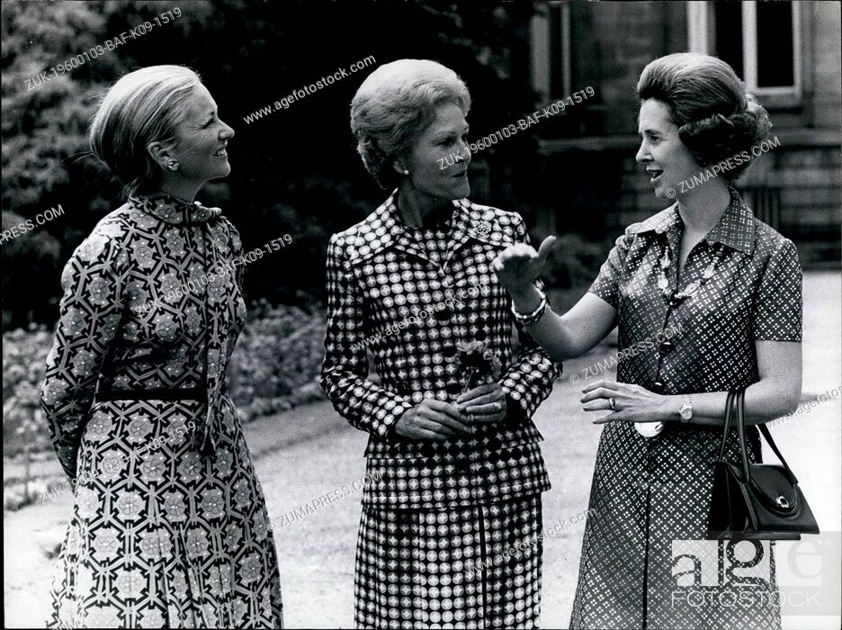 Imagen: 1957 - Signing of the new Atlantic Charter 25 years of NATO Mrs. Nixon with Queen Fabiola & Princess Paola at Laeken Castle garden.