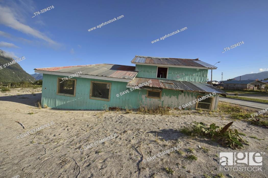 Imagen: Home destroyed by the Chaitén volcano eruption, Chaitén, Patagonia, Chile.