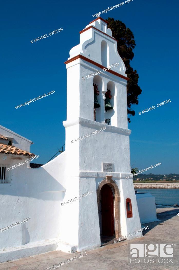 Imagen: belltower Monastery of Panagia Vlahernon on Vlacherna Island off the Kanoni Peninsular Corfu Greece.