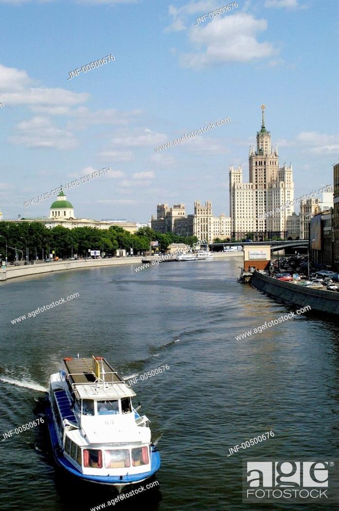 Stock Photo: Geo., Russland, Moskau, Stadtansichten, Blick auf den Fluß Moskwa, Kotenitscheskaja Kai und ein Hochhaus im Stil Stalinscher Klassizismus,  Wohnhaus, Haus.