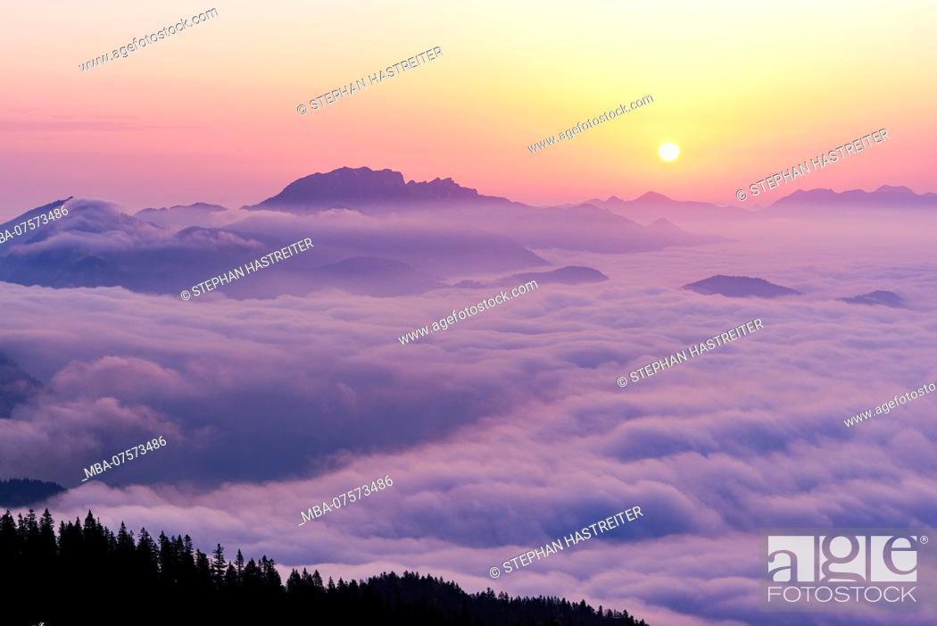 Imagen: Sunrise, view of Benediktenwand Face above cloud cover from Simetsberg Mountain, near Wallgau, Upper Bavaria, Bavaria, Germany.