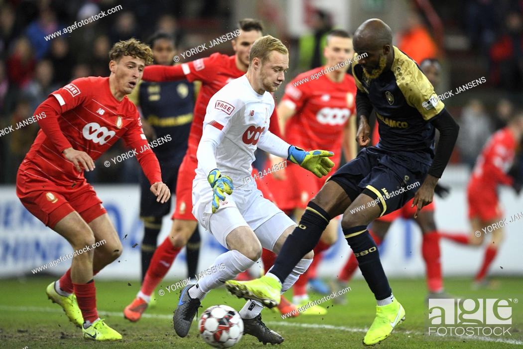 Standard s Goalkeeper Arnaud Bodart And Antwerp s Didier Lamkel Ze Fight For The Ball During A Stock Photo Picture And Rights Managed Image Pic VPM Agefotostock