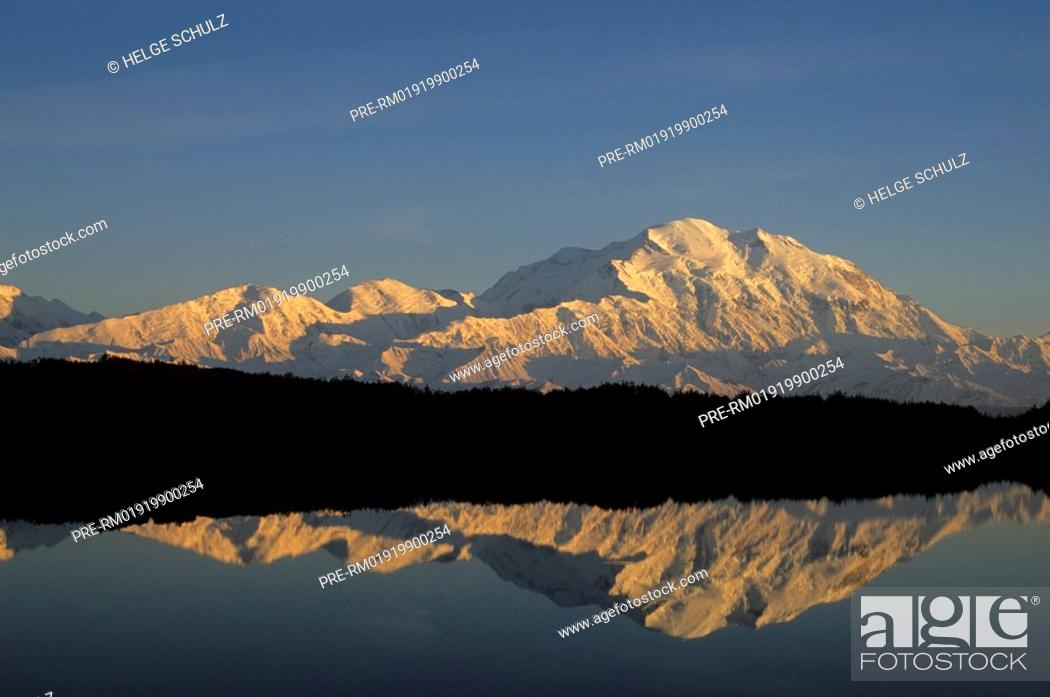 Photo de stock: Mt.Mc Kinley with reflection.