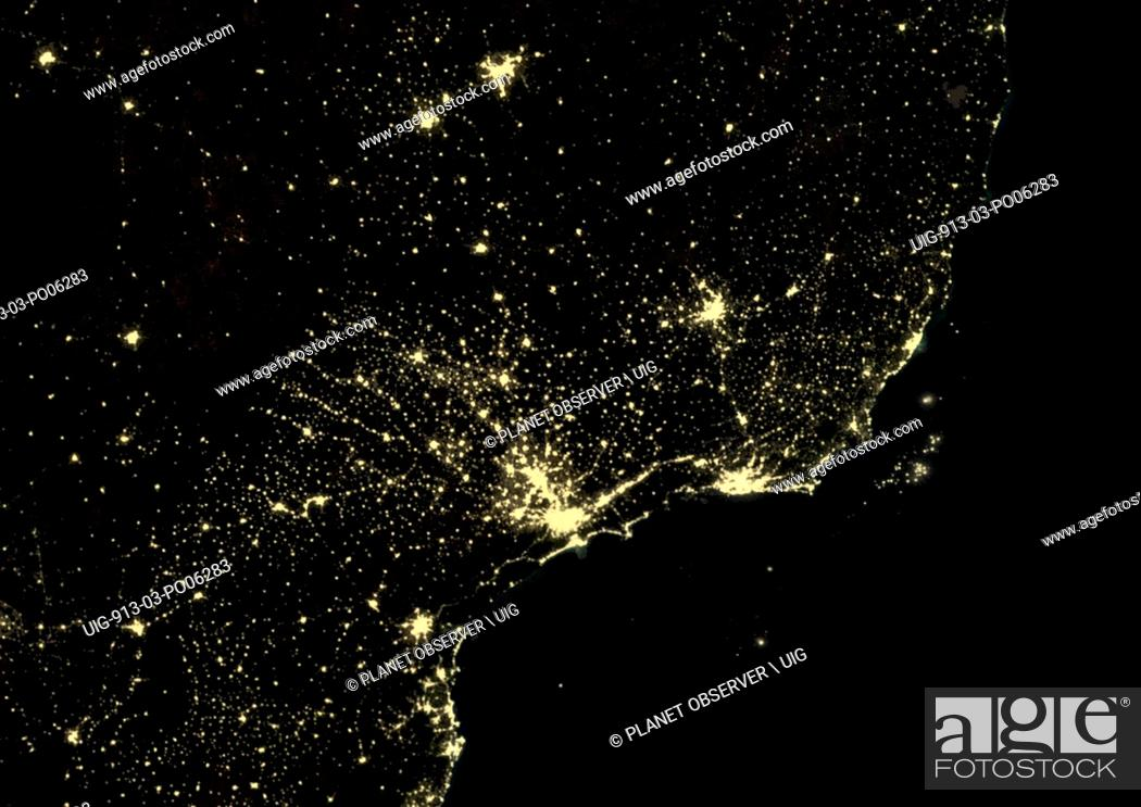 Imagen: Sao Paulo and Rio de Janeiro, Brazil at night in 2012. This satellite image shows urban and industrial lights.
