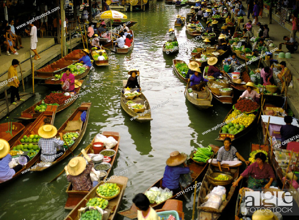Stock Photo: Damnoensaduak floating market, Thailand.