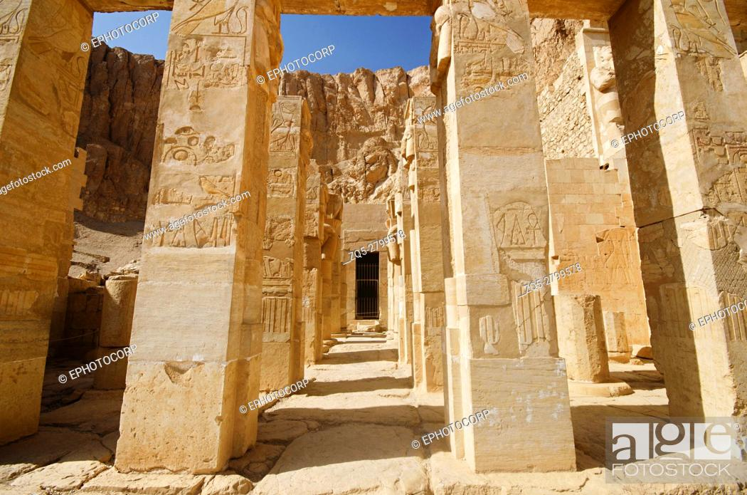 Imagen: Carved pillars, Situated at third floor of the Mortuary Temple of Hatshepsut, Is an ancient funerary shrine, Dedicated to the sun god Amon.